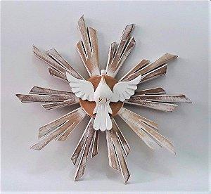 Divino Espírito Santo em madeira. Cor branca. 30x30 cm