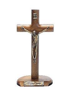Crucifixo Cilíndrico de Mesa Madeira, Metal Ouro Velho. 17x9cm. - Foi Por Você!