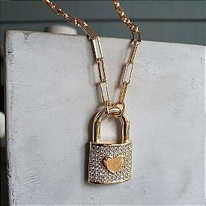 Colar Cartier Cadeado Coração Cravejado Gold