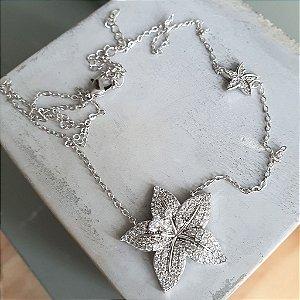 Colar Flor de Lótus Cravejada Silver