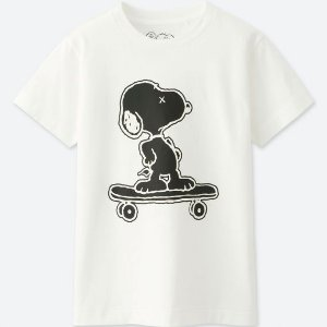 UNIQLO x Kaws x Peanuts - Camiseta Kids Snoopy Branca