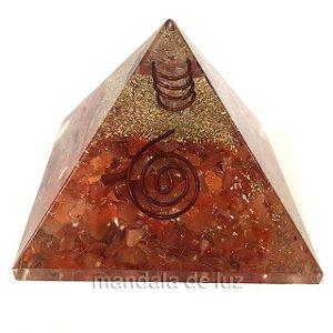 Orgonite de Ágata Cornalina e Cobre em Pirâmide