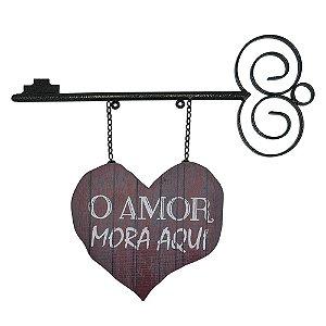 """Placa """"O Amor Mora Aqui"""""""