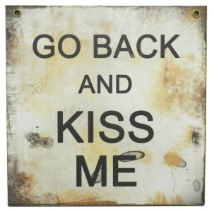 Placa Decorativa Kiss Me