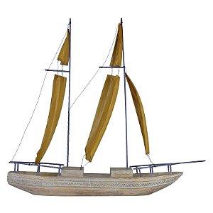 Barco Grande com Velas Laranjas em Madeira