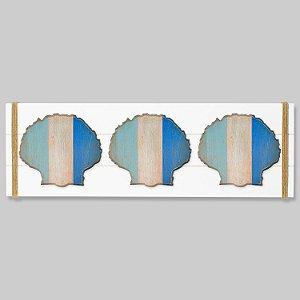 Quadro Branco com Conchas em Tons de Azul em Madeira