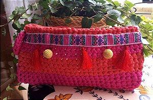clutch em fio de malha em algodão em pink e laranja com detalhes ,forrada
