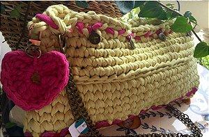 bolsa em fio de malha amarelo claro com detalhes em pink, forrada ,com alças duplas