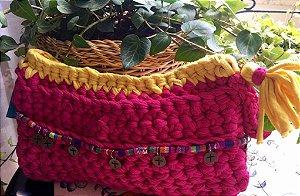 clutch rm fio de malha forrada com detalhes estilo Boho .Amarelo e pink .