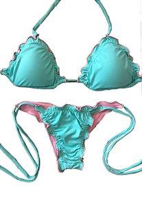 Biquinis Cortininha Ripple Azul Bebe com fundo rosa