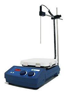Agitador Magnético Digital c/ Aquecimento;  Velocidade: 1500 rpm; Temperatura até 550°C;  Capacidade de agitação: até 10 Litros