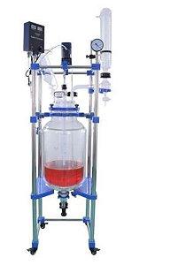 Reator de vidro borosilicato encamisado; Torneira de PTFE; 5 bocas; Estrutura em aço inox; Selo mecânico;  Agitador mecânico 1100 Rpm; Capacidade: 1 até 100 Litros