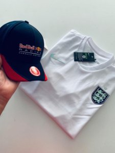 Kit Camiseta Inglaterra Branca + Boné Redbull Com Frete Grátis