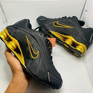 Ténis Nike Shox R4 Preto Com Dourado Com Frete Grátis