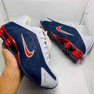 Ténis Nike Shox R4 Azul Com Detalhes Vermelho e Branco Com Frete Grátis