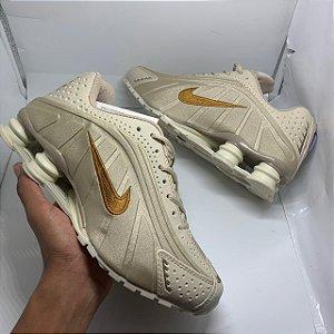 Ténis Nike Shox R4 Dourado Com Frete Grátis
