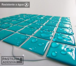 Placa Pastilha Adesiva Resinada 18x18 cm - AT065