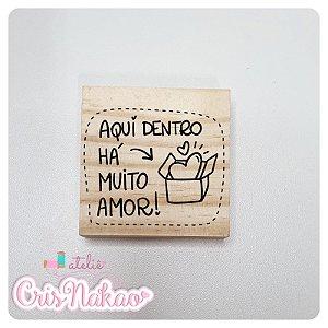 Carimbo Artesanal - Aqui dentro há muito amor - 6x6cm