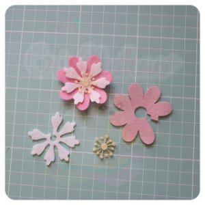 Recortes em Feltro - Flores Modelo 2 - 10un (30 peças)