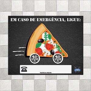 """Placa """"Em caso de emergência, ligue: Tel da pizzaria"""""""