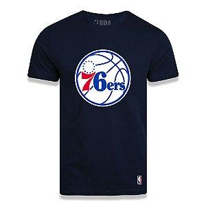 Camiseta Philadelphia 76ers Big Logo Azul Marinho - NBA