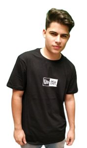 Camiseta New Era Basico Essentials Box