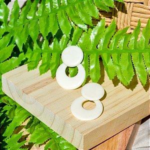 Brinco De Resina Circulo Vazado Pequeno - Off White