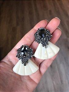 Brinco de Pedra com Strass e Resina Leque Marfim