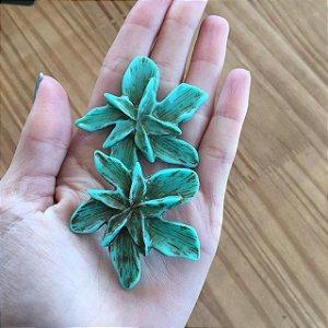 Brinco Orguidea resina verde desenhada