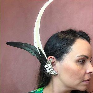 Ear Cuff Pedraria em Off White e Pena Off White e Preto
