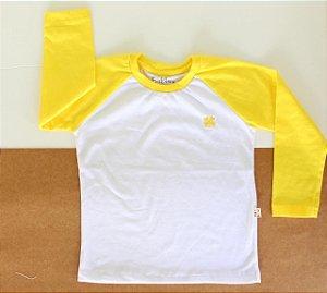 Camiseta amarela de manga longa