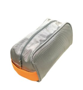 Necessaire Félix prata com alça laranja