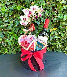 Box luxo com flores, vinho e queijos
