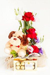 Arranjo Amor em Rosas e Lisianthus com Ferrero Rocher