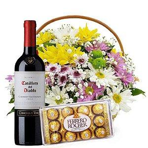 Cesta de flores do campo com vinho e ferrero rocher