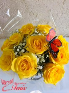 Caixa sofisticada com rosas amarelas