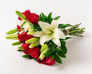 Buquê de Lírios e Rosas Vermelhas