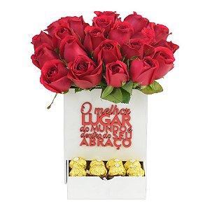 """Box de Rosas Vermelhas """"O melhor lugar do mundo é dentro do seu abraço"""""""