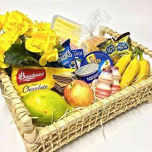Cesta de café da manhã  com Frutas e Flores