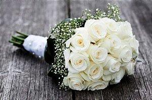 Elegante Buquê de Rosas Colombianas Brancas