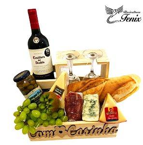 Luxuosa Cesta de Vinho e Aperitivos
