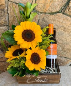 Arranjo de Girassóis com Vinho