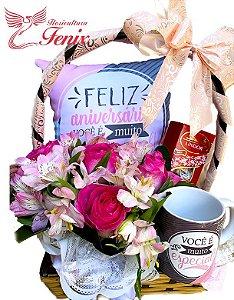 """Cesta de Flores e Chocolate """"Feliz aniversário"""""""