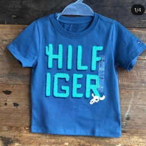 Básica Tommy Hilfiger - 3 anos.
