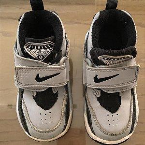 Tênis Nike - EUR 22 / Brasil 20