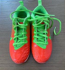 Chuteira Nike - 33 EUR / 31 Brasil