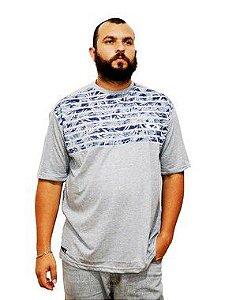 Camiseta Plus Size Masculina Cinza e Azul Listrada
