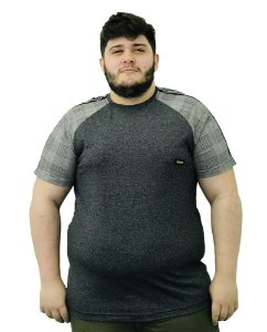 Camiseta Plus Size Masculina Overcore Cinza Manga Xadrez