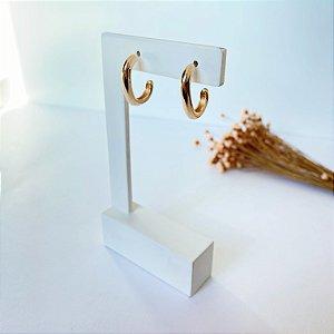 Brinco meia argola design retangular dourado