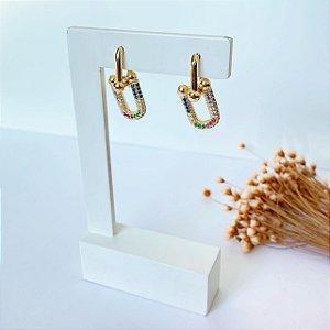 Brinco de argola articulada com elos cravejada colorida dourada